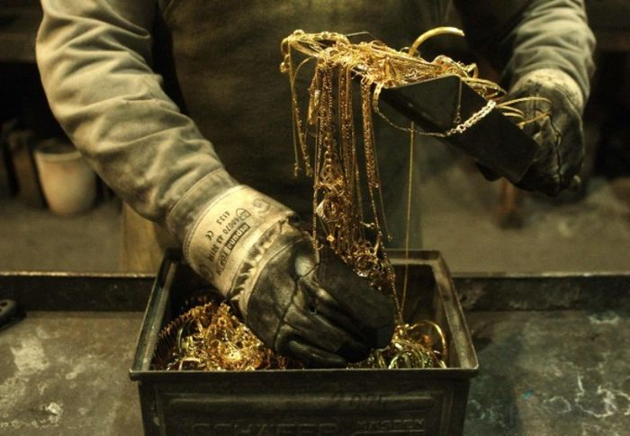 Отлив золотых слитков (11 фото)