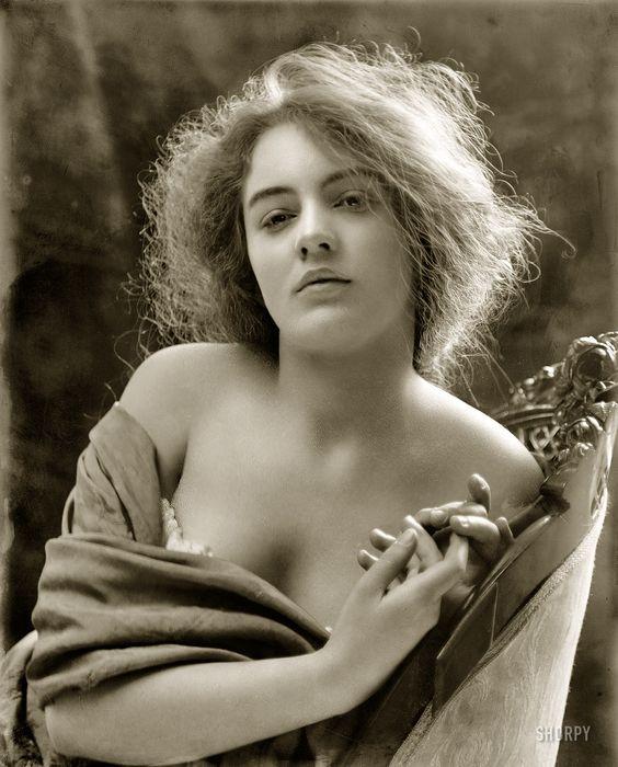 Легкомысленные девушки начала ХХ века (16 фото)