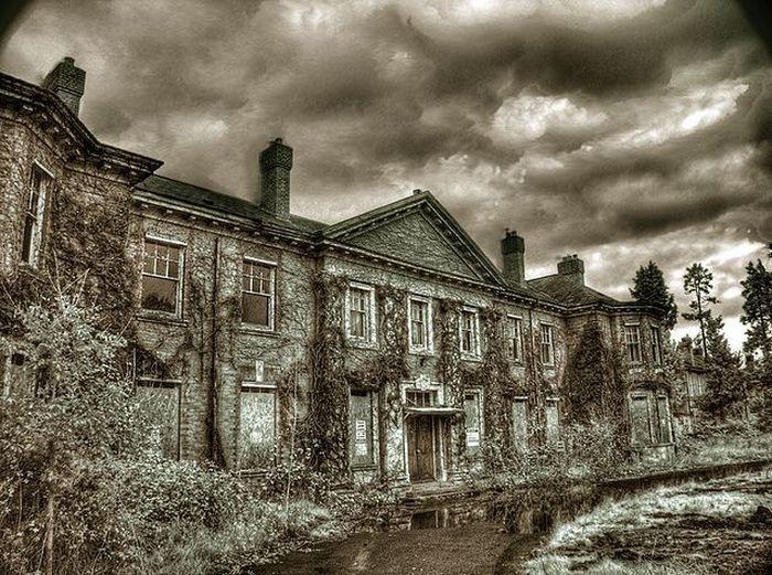 Пугающие снимки заброшенных строений (39 фото)
