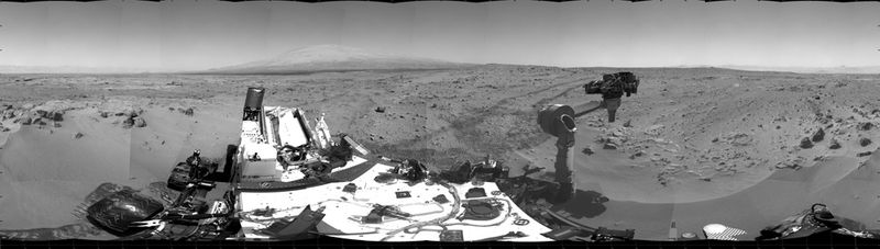 Curiosity приступил к исследованию грунта Марса (15 фото)