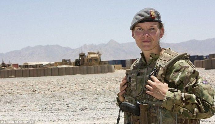 Женщины-военнослужащие в Афганистане (25 фото)