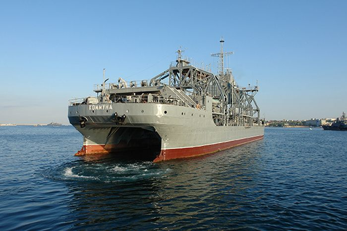 Очень старый корабль Черноморского флота РФ (8 фото)