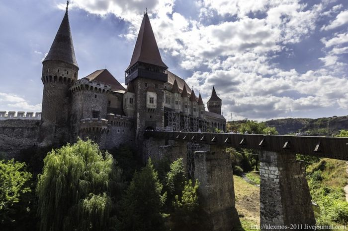 Жуткие замки Румынии (40 фото)