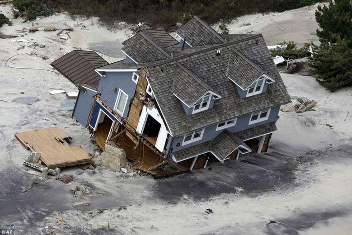 Ураган Сэнди отступил от берегов США (31 фото)