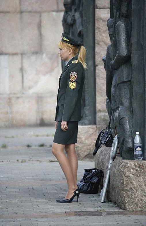 приятен ноги девушки в форме фото анала