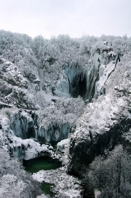 Плитвицкие озера и водопады (18 фото)