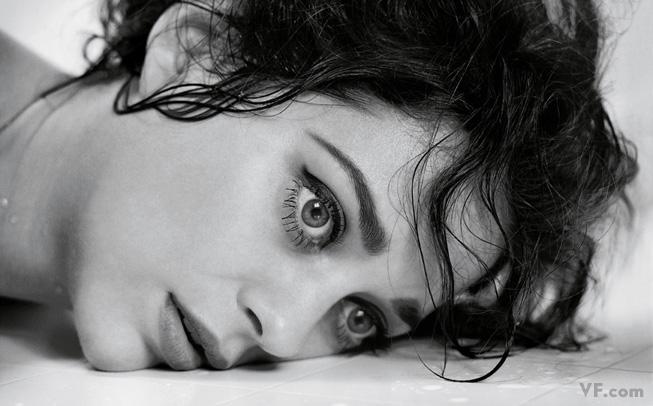 Март 2008: Лауреат премии «Оскар» Марион Котияр (Marion Cotillard). Photograph by Mark Seliger