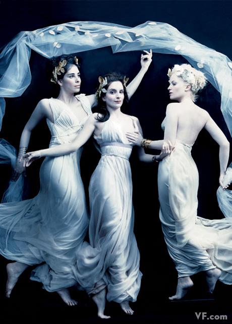 Апрель 2008: Сара Сильверман (Sarah Silverman), Тина Фей (Tina Fey), и Эми Полер (Amy Poehler) в образе трех Граций. Photograph by Annie Leibovitz
