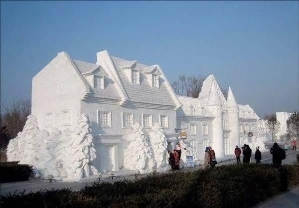 Скульптуры из снега (30 фото)