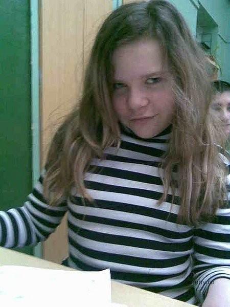 У нас тут эксперемент, сделайте девчёнку на фотках старше, чтоб лет 18 ей было (грудь ей сделайте и волосы поблондинестей)