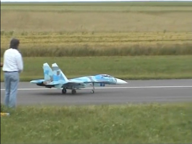 Точная мини-копия истребителя Су–27 (124 фото+видео)