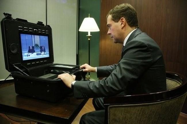 Президентский ноутбук, маде ин Раша (12 фото)