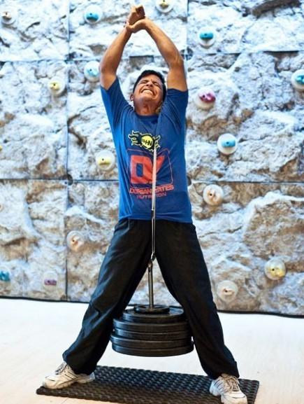 Так Ракеш Кумар Шарма (Rakesh Kumar Sharma) дернул ухом 75.6 кг (прошлый рекорд 71 кг).
