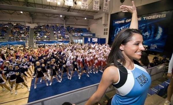 297 девушек установили рекорд на самую большую команду разогрева.