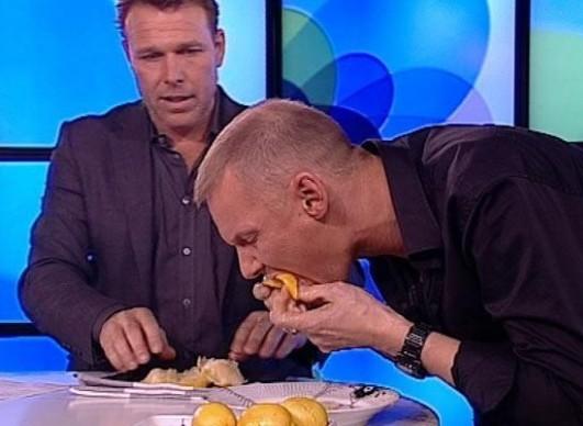 Рекорд в поедании трех лимонов на время - 28.5 секунды установил Джим Лингвилд (Jim Lyngvild)