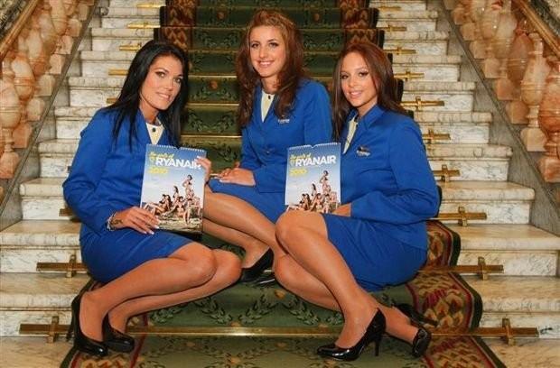 Очаровательные стюардессы Ryanair (10 фото)
