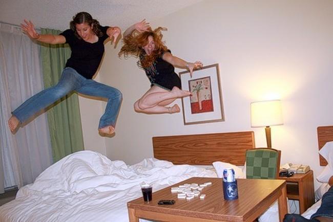 Чем занимаются постояльцы в отелях (46 фото)