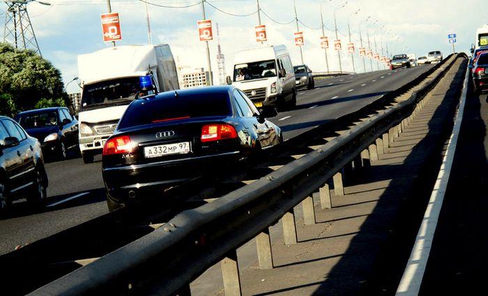 Авто главы Ространснадзора ездит только по встречно полосе? (6 фото)
