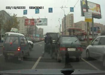 Кровавые разборки на дороге:)