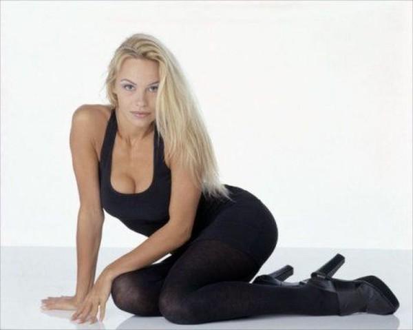 Молодая Pamela Anderson (25 фото)