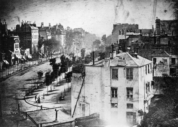 Первая в истории фотография человека 1838 г. (2 фото)