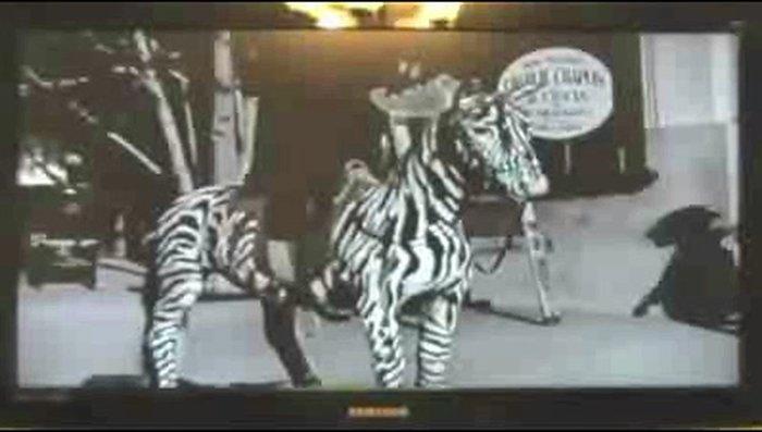 В кинохронику 1928 года попала женщина с мобильником (видео)