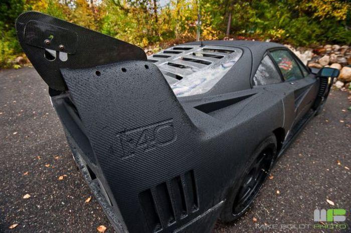 Легендарная Ferrari F40 в кузове из карбона! (10 фото)