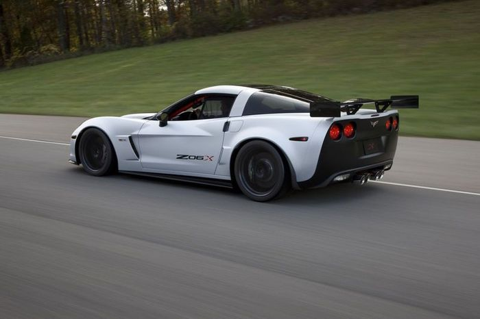 Corvette Z06X на выставке SEMA в США (21 фото)