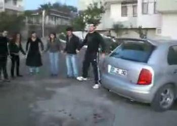 Танец под звук автосигнализации