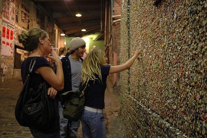 Стена из жвачек в Сиэтле (8 фото)