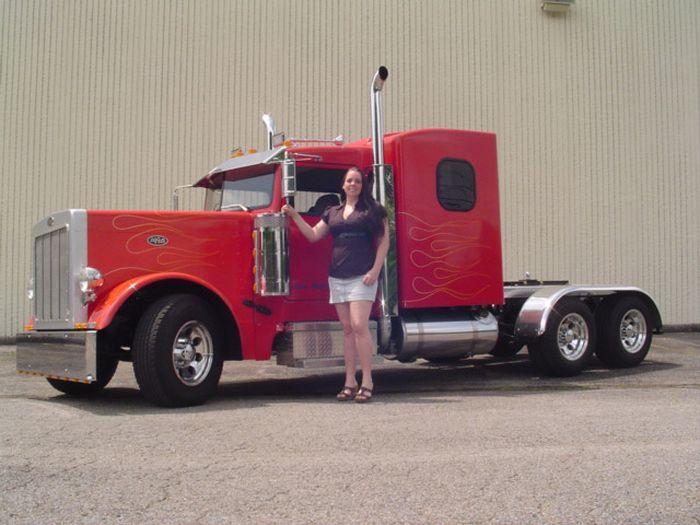 Маленький грузовик из большого пикапа (16 фото)