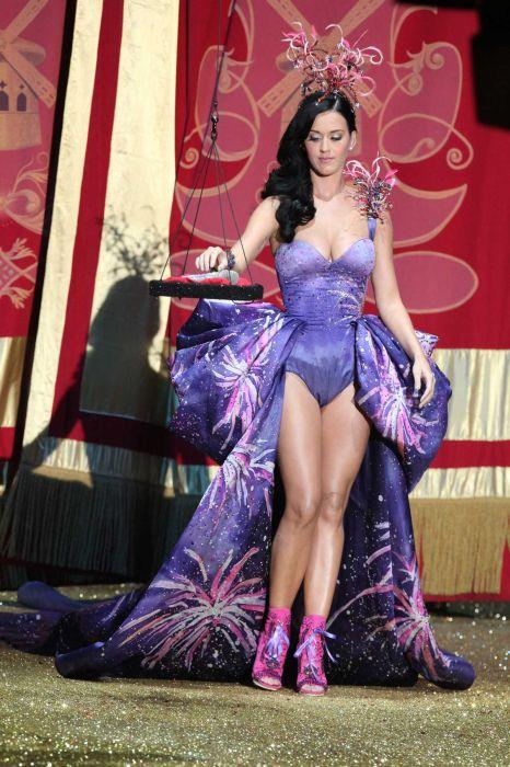 Victoria's Secret Fashion Show 2010 (62 фото)