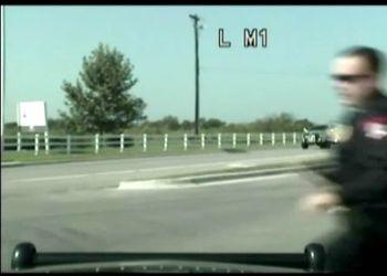 Полицейская машина уехала от копа сама