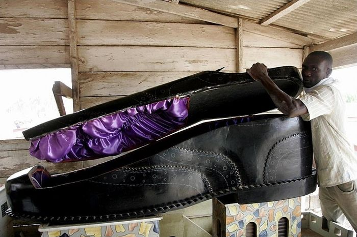 Необыкновенные гробы из Ганы (10 фото)