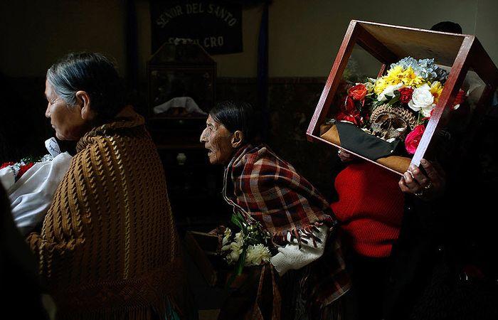 Освящение черепов в Боливии (6 фото)