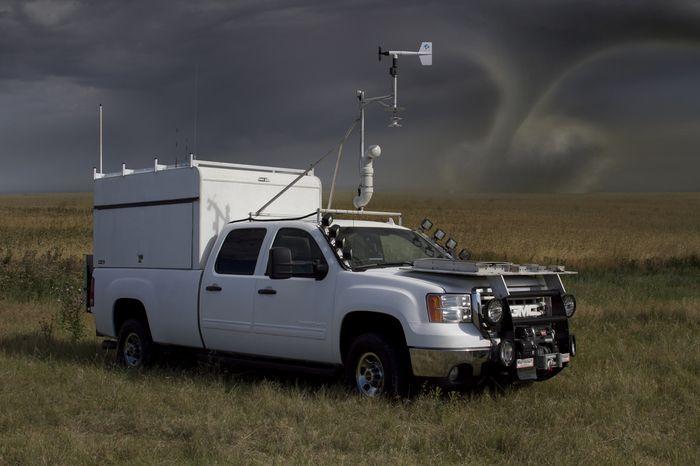 Автомобиль Перехватчик торнадо (12 фото)