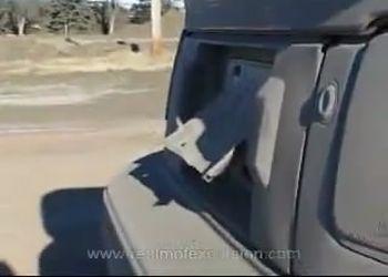 Четкая басуха из машины, трясется все во вкруг!