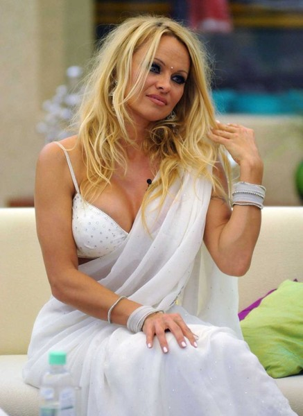 Pamela Anderson в сари (5 фото)