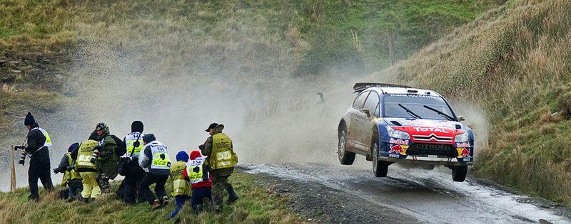 Автомобиль Себастьяна Ожье на трассе ралли «Wales Rally GB» в Уэльсе, 12 ноября. (LEON NEAL/AFP/Getty Images)