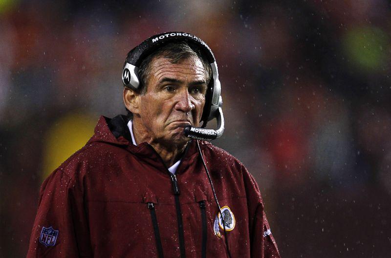 Реакция главного тренера команды «Washington Redskins» на поражение от «Philadelphia Eagles» в футбольном матче, 15 ноября. (REUTERS/Jason Reed)