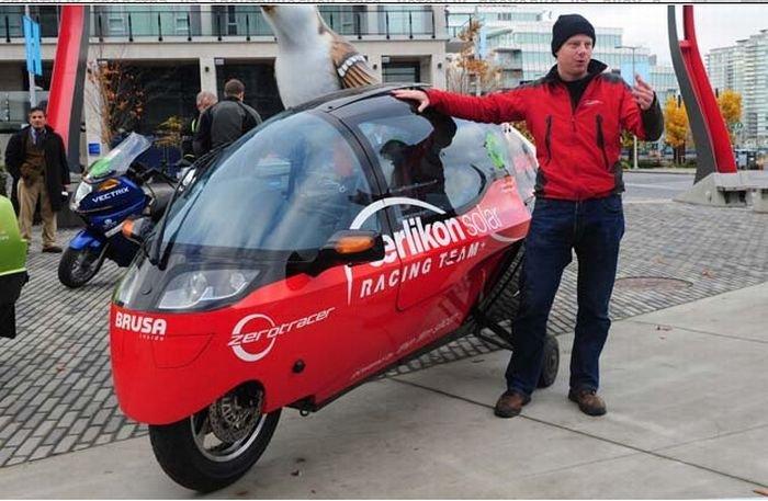 Электрогонки в Ванкувере закончились аварией (4 фото)