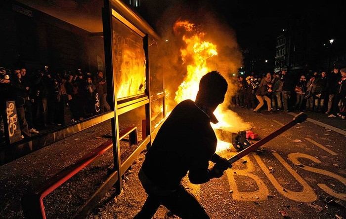 Студенческие беспорядки в Лондоне продолжаются (11 фото)