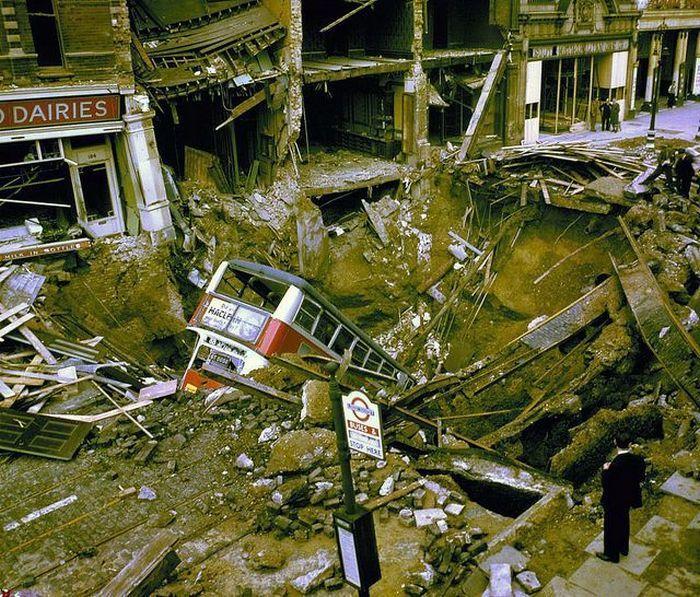 После взрыва авиа бомбы (3 фото)