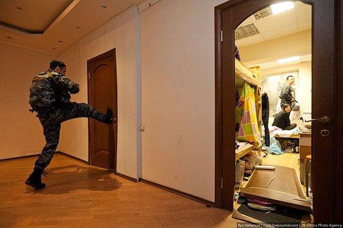 Полиция! Откройте дверь! (59 фото + текст)