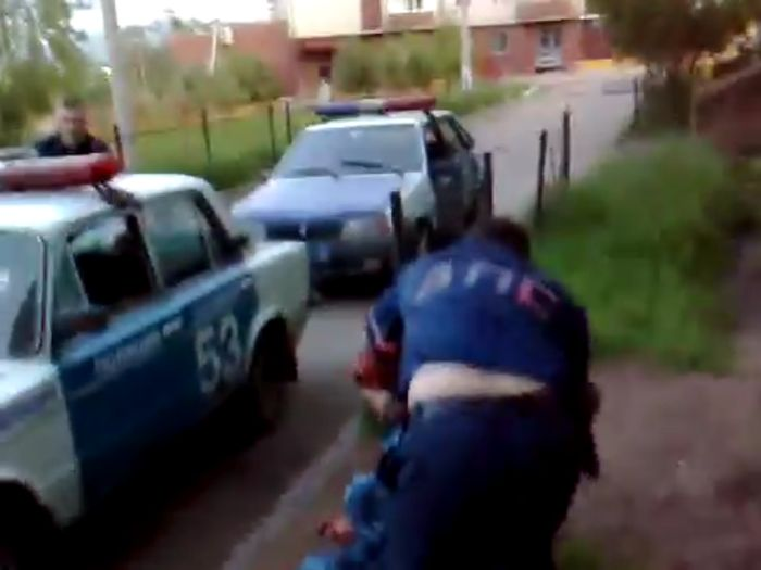 Сотрудники УФСИН устроили дебош во дворе Читы (3 видео)