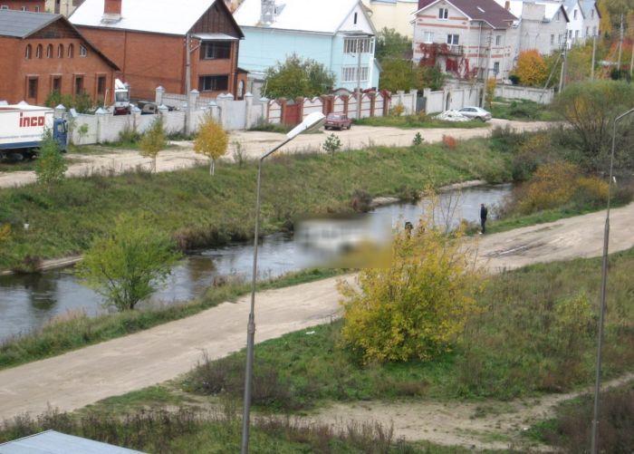 Неприступная водная преграда для джипа (5 фото)