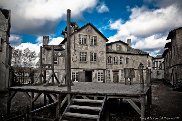 Заброшенный средневековый город (17 фото)