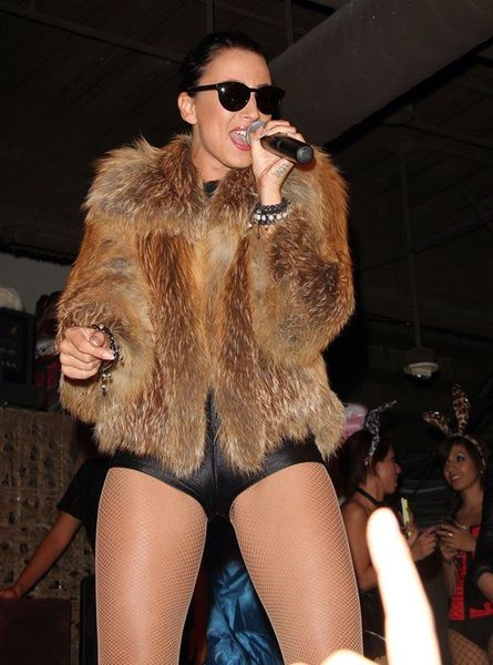 Певица Medina в хорошем наряде (6 фото)