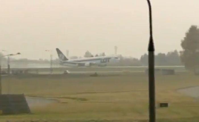 Аварийная посадка в Варшаве: 230 человек спаслись (видео)