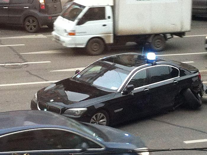 На Тверской улице на встречке в аварию попал VIP-автомобиль (16 фото+видео)
